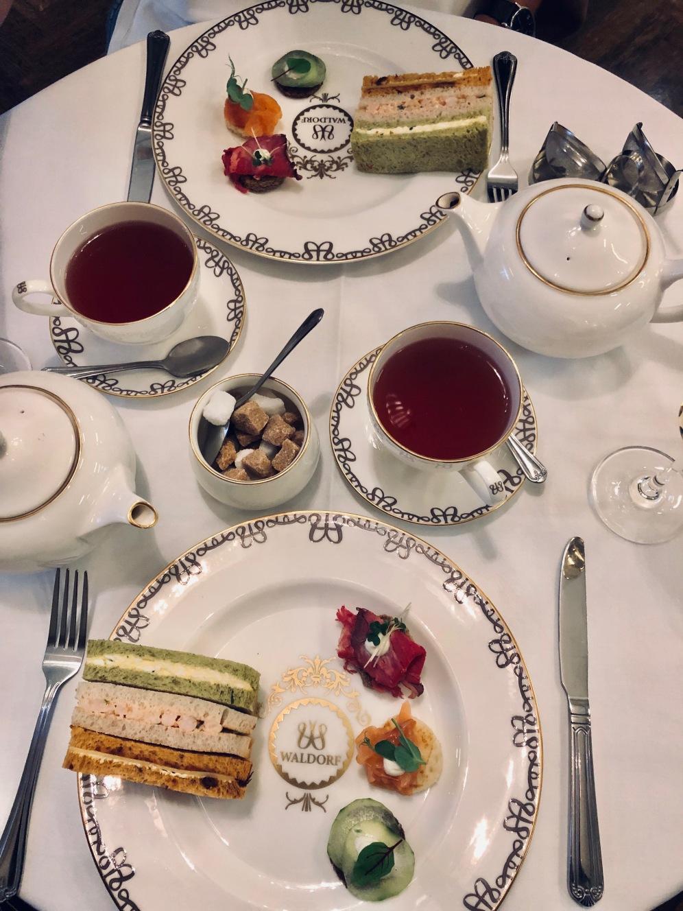 tè del pomeriggio al the Waldorf Hilton hotel