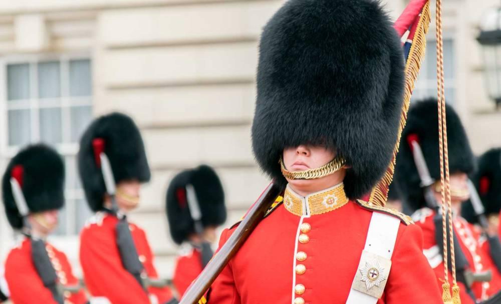 Guardia di Londra con copricapo
